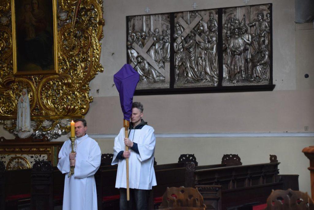 TRIDUUM PASCHALNE INNE NIŻ WSZYSTKIE – Droga Krzyżowa i Liturgia Męki Pańskiej